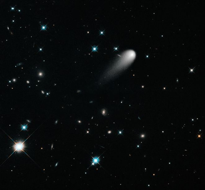 1105px-A_Unique_Hubble_View_of_Comet_ISON